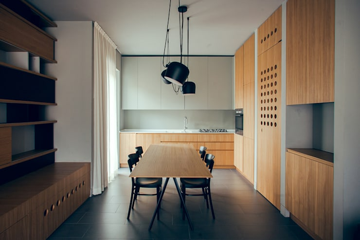 house#02 sala da pranzo: Sala da pranzo in stile  di andrea rubini architetto, Minimalista Legno Effetto legno