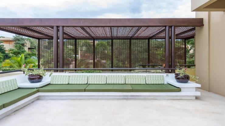 Casa Loma: Terrazas de estilo  por David Macias Arquitectura & Urbanismo