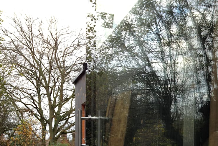 Reflections in Full Height Ultra Slimline Glazing:  Windows  by ArchitectureLIVE