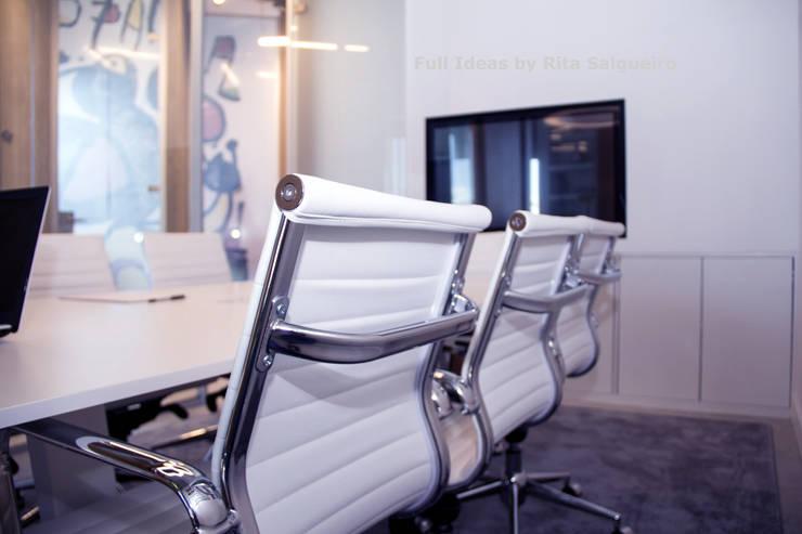 Sala Reuniões: Escritórios  por  Rita Salgueiro - Full Ideas