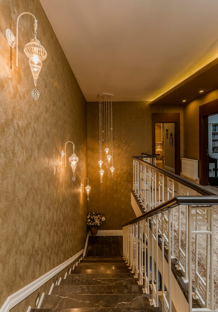 Mimoza Mimarlık – BILGE & AHMET SEZER EVI:  tarz Koridor ve Hol, Klasik