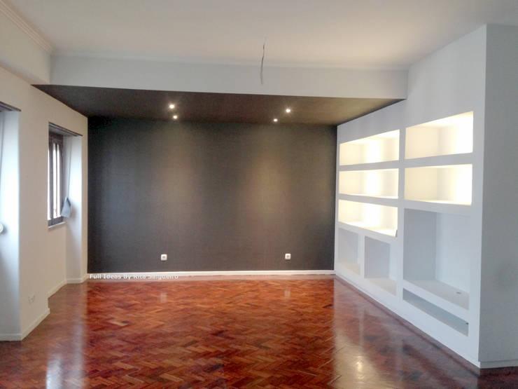 Zona de Estar e Escritório: Salas de estar  por  Rita Salgueiro - Full Ideas