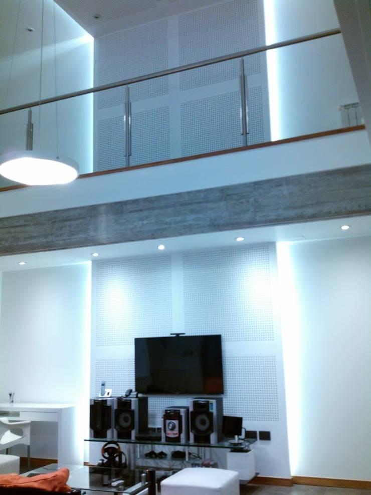 Casa Rozzi – Iglesias: Livings de estilo  por Emiliana Iglesias Arquitecta