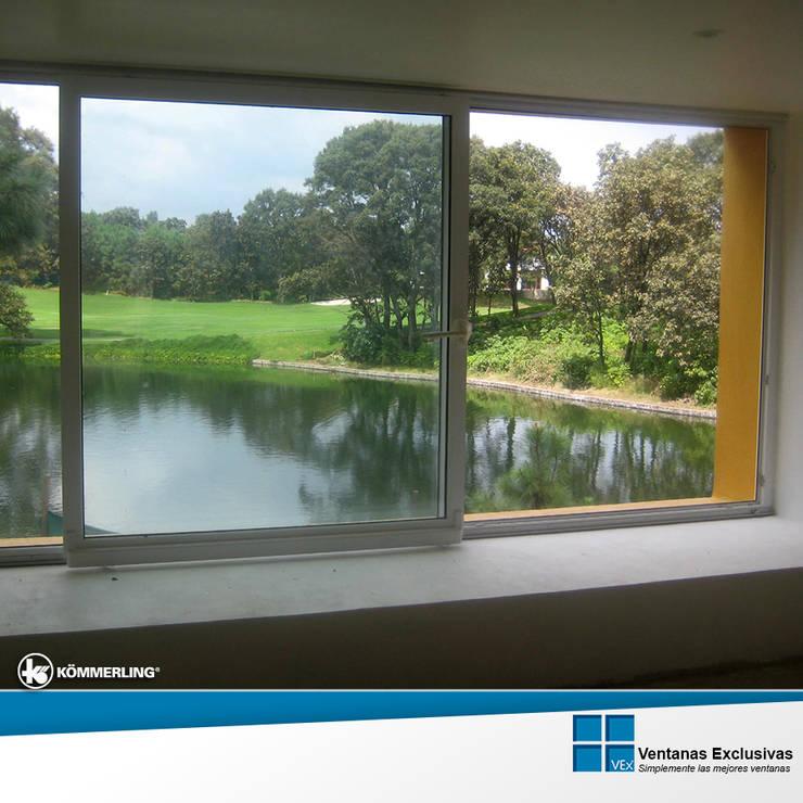 Sistemas Especiales: ventana osciloparalela: Hogar de estilo  por Ventanas Exclusivas Guadalajara