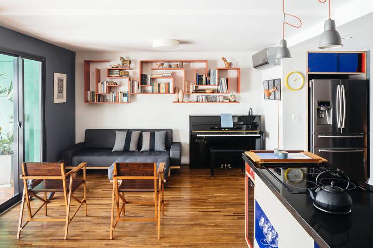 ห้องนั่งเล่น by Alvorada Arquitetos