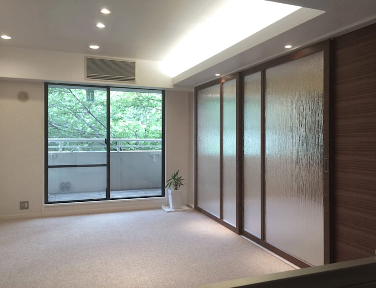 Ventanas de estilo  por &lodge inc. / 株式会社アンドロッジ