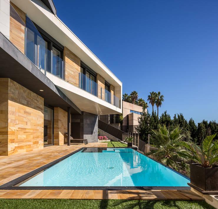 Casa E | 08023 architects: Piscinas de estilo moderno de Simon Garcia | arqfoto