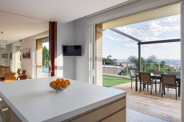 Casa E | 08023 architects: Cocinas de estilo moderno de Simon Garcia | arqfoto