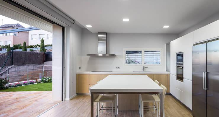 Casa E | 08023 architects: Comedores de estilo moderno de Simon Garcia | arqfoto