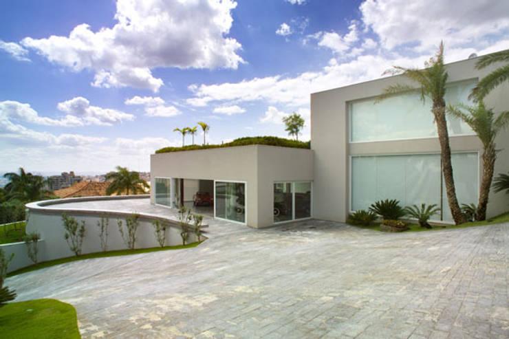 Casa Mangabeiras 2: Casas modernas por Lanza Arquitetos