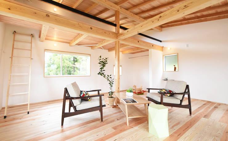 可変性を持つ2階ホール: 合同会社negla設計室が手掛けた和室です。,
