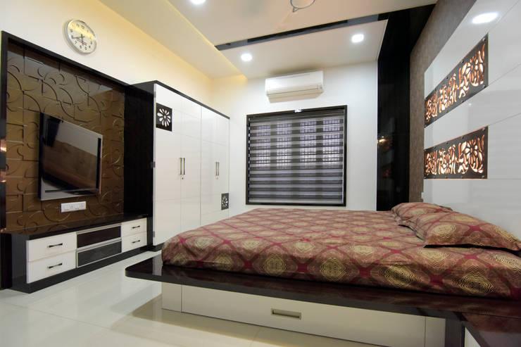 Parents Bed Room :  Bedroom by KRUTI