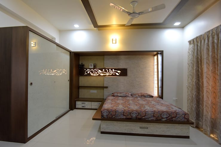 Guest Bed Room:  Bedroom by KRUTI