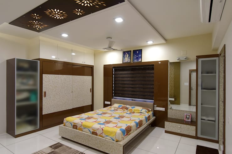 Bed Room:  Bedroom by KRUTI