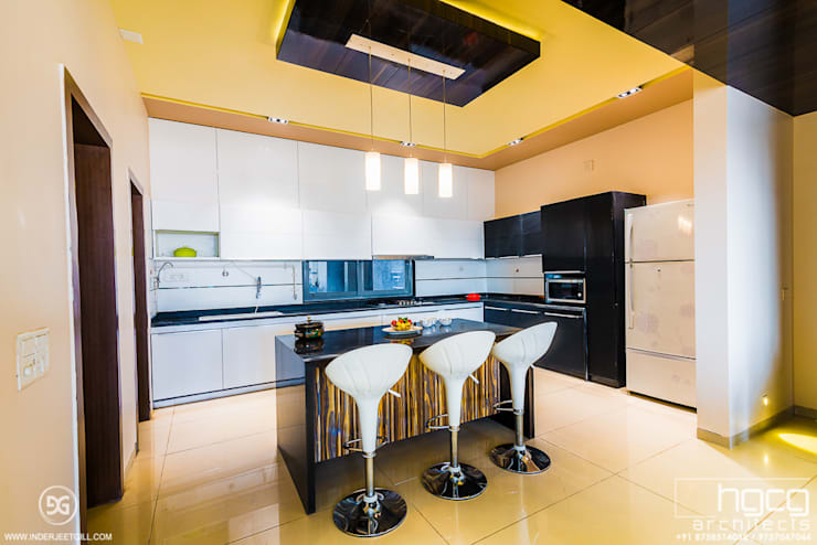 Modular Kitchen:   by HGCG Architects