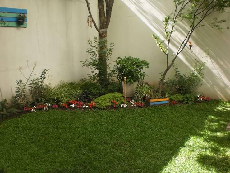 Jardin Badaloni: Jardines de estilo  por Dhena CONSTRUCCION DE JARDINES