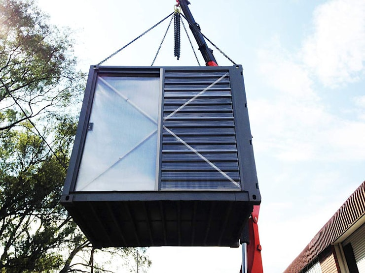Lifting container:  Bars & clubs by A4AC Architects