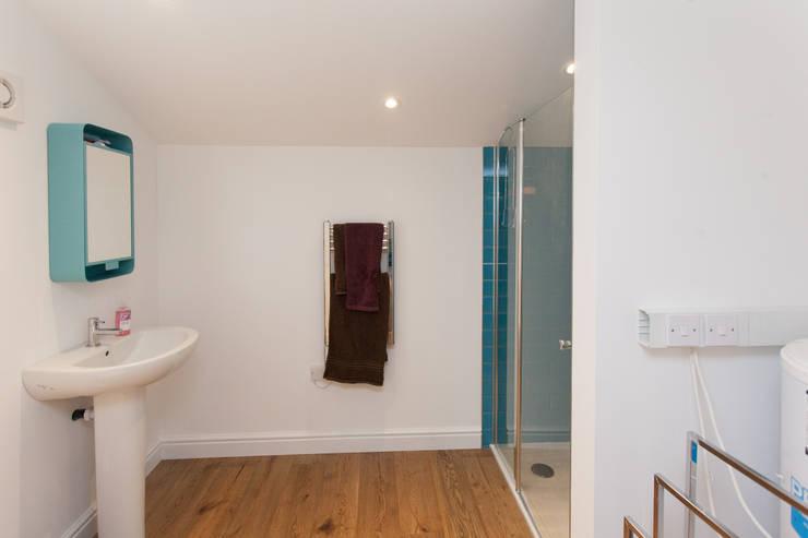 Ванные комнаты в . Автор – Hampshire Design Consultancy Ltd.