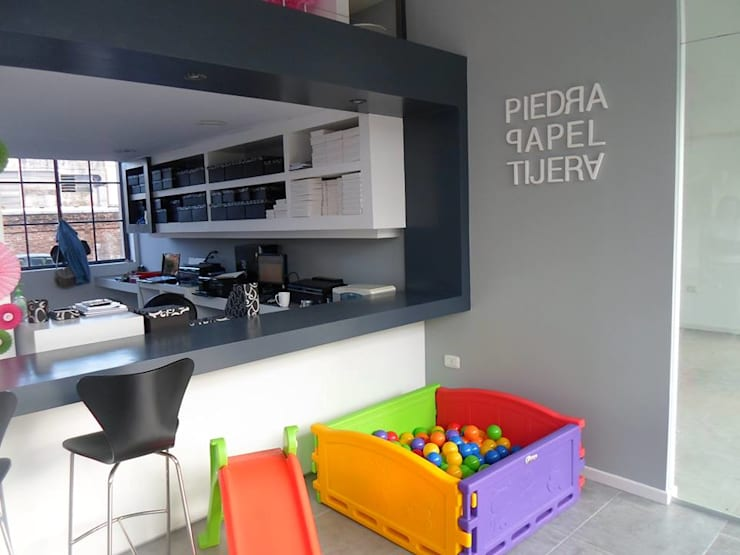 Local Comercial Piedra Papel y Tijera : Estadios de estilo  por Raizar Arquitectura y Paisajismo,Moderno