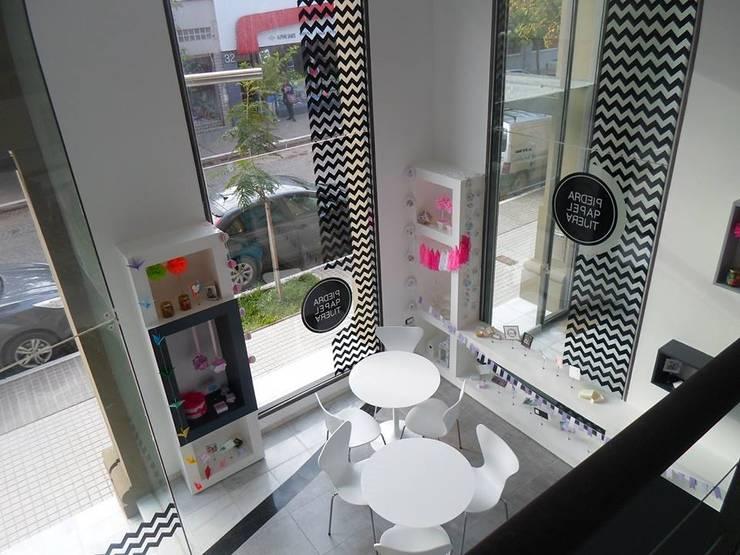 Local Comercial Piedra Papel y Tijera : Galerías y espacios comerciales de estilo  por Raizar Arquitectura y Paisajismo