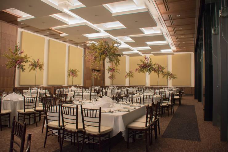 Salón y Terraza La Silla – Cintermex : Salones para eventos de estilo  por CH Proyectos