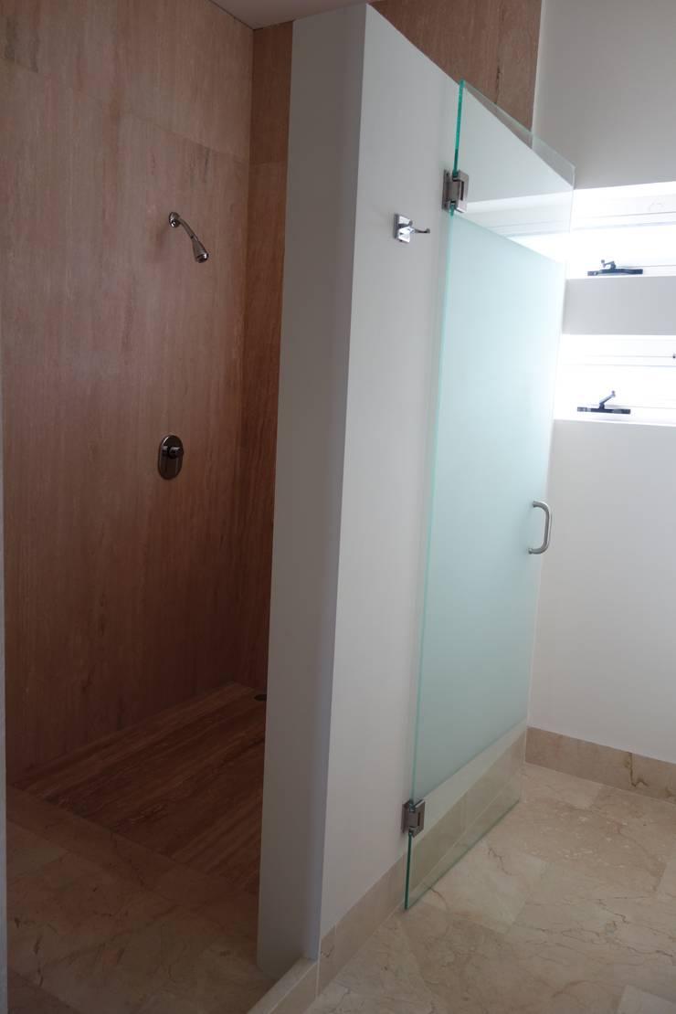 Residencias LV : Baños de estilo  por CH Proyectos