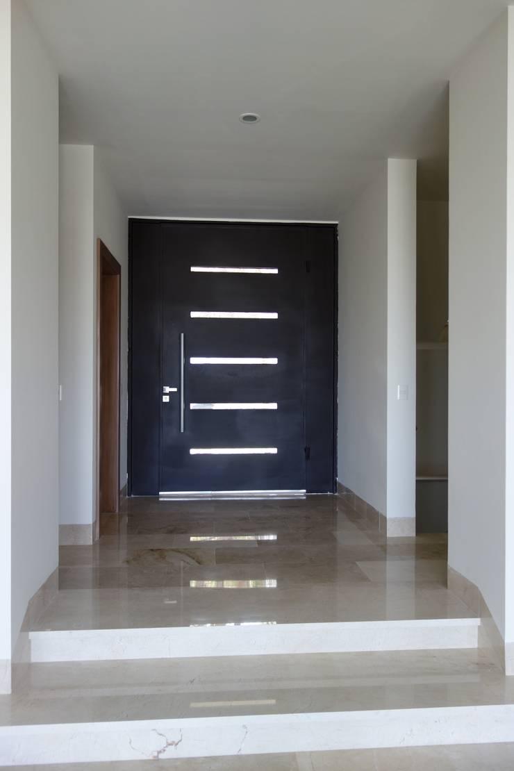Residencias LV : Ventanas de estilo  por CH Proyectos