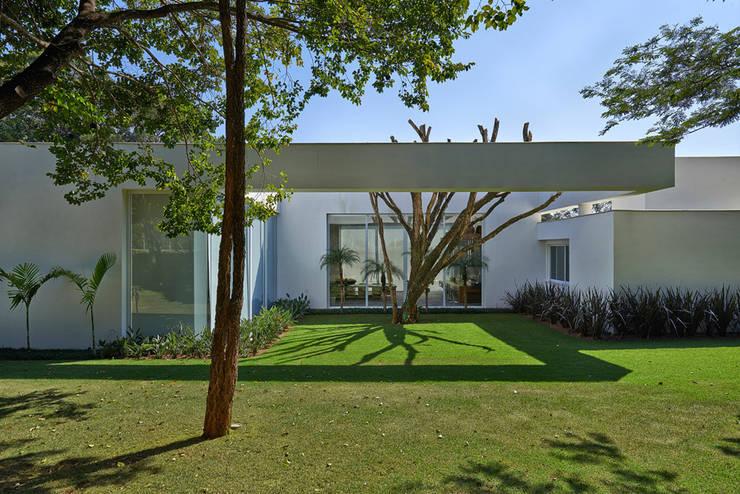 Projekty,  Ogród zaprojektowane przez Lanza Arquitetos
