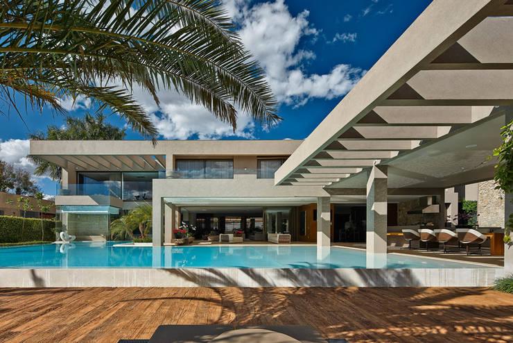 Piscinas de estilo moderno por Lanza Arquitetos