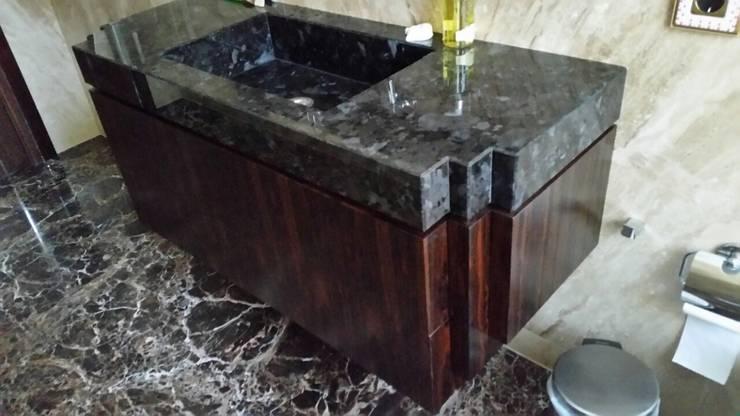 Раковина и тумба: Ванная комната в . Автор – URBAN wood