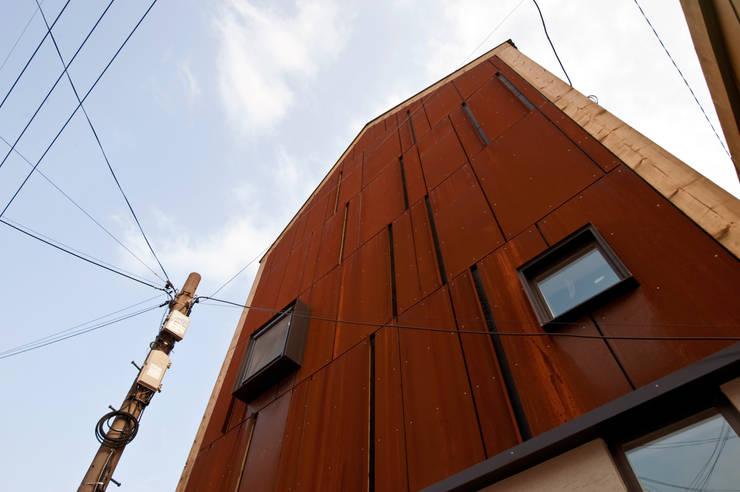 Projekty,  Domy zaprojektowane przez 비온후풍경 ㅣ J2H Architects