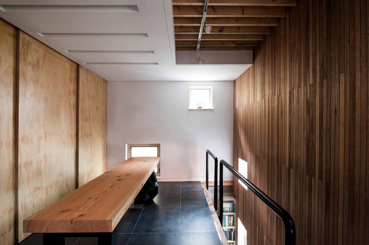 부산 수안동 주택: 비온후풍경 ㅣ J2H Architects의  다이닝 룸