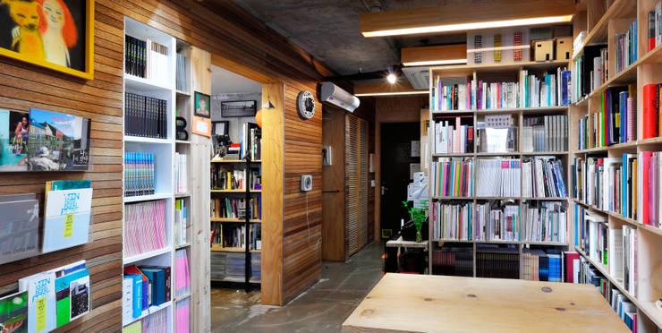 부산 수안동 주택: 비온후풍경 ㅣ J2H Architects의  서재 & 사무실