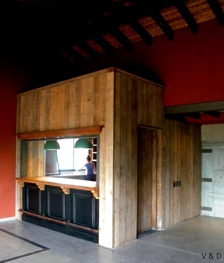 Cocinas de estilo  de VETA & DISEÑO, Industrial Madera maciza Multicolor