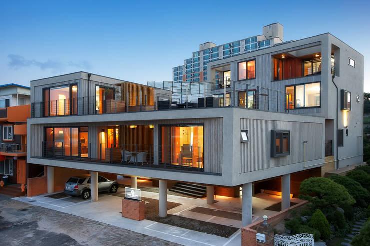 บ้านและที่อยู่อาศัย by 비온후풍경 ㅣ J2H Architects