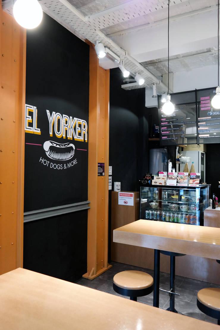 diseño de locales • EL YORKER: Gastronomía de estilo  por ARQANOID