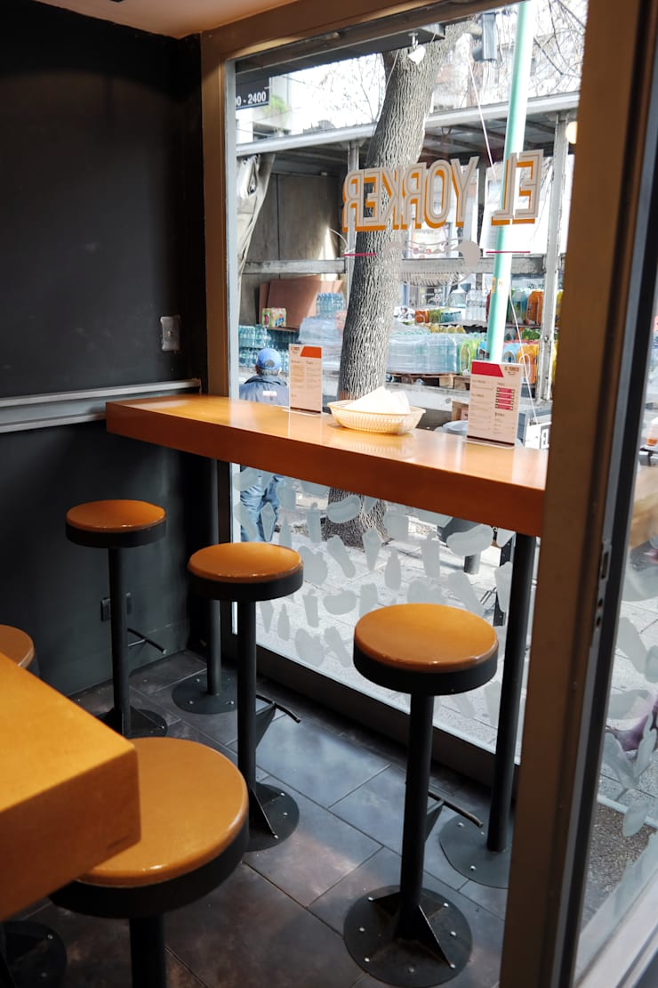 diseño de locales • EL YORKER: Oficinas y locales comerciales de estilo  por ARQANOID
