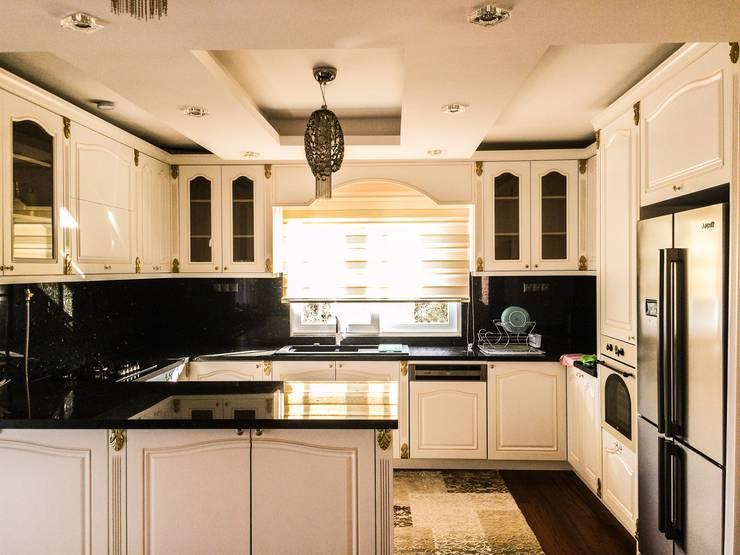 YASEMİN ALTINOK MİMARLIK – F.Ö. Evi: akdeniz tarzı tarz Mutfak