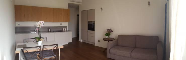 غرفة المعيشة تنفيذ studio di architettura cinzia besana