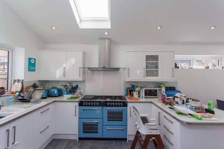 Dapur by Hampshire Design Consultancy Ltd.