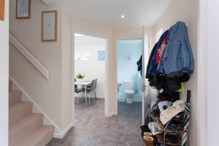Koridor dan lorong by Hampshire Design Consultancy Ltd.