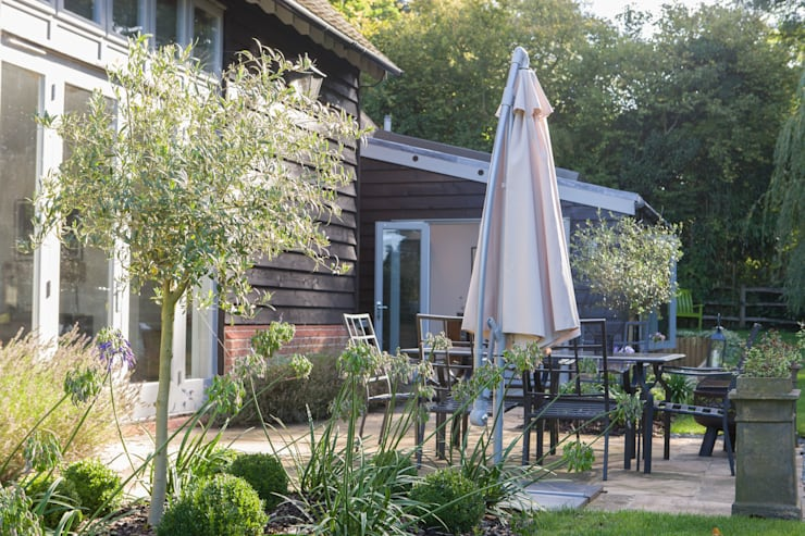 moderne Tuin door Hampshire Design Consultancy Ltd.