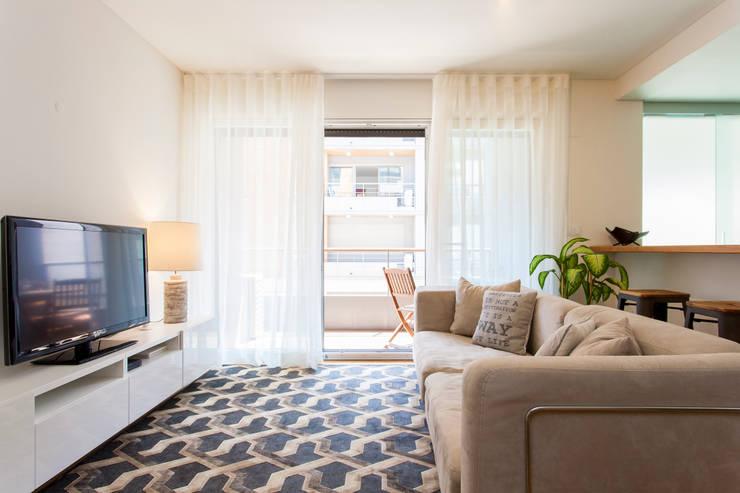 Sala de Estar: Salas de estar modernas por Traço Magenta - Design de Interiores