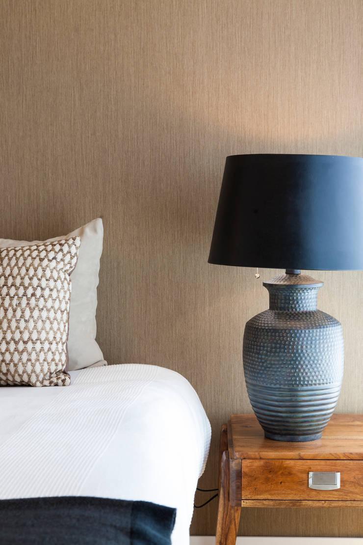 Pormenor do quarto: Quartos  por Traço Magenta - Design de Interiores