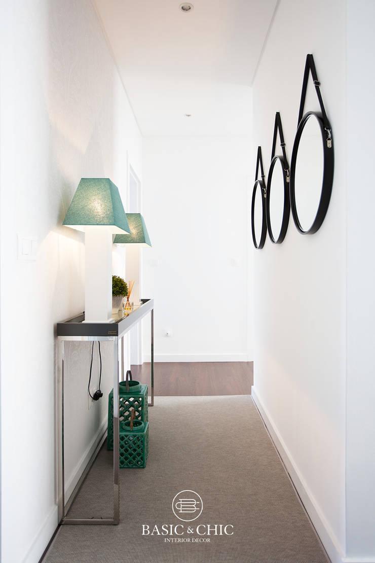 Corredor: Corredor, hall e escadas  por Basic & Chic
