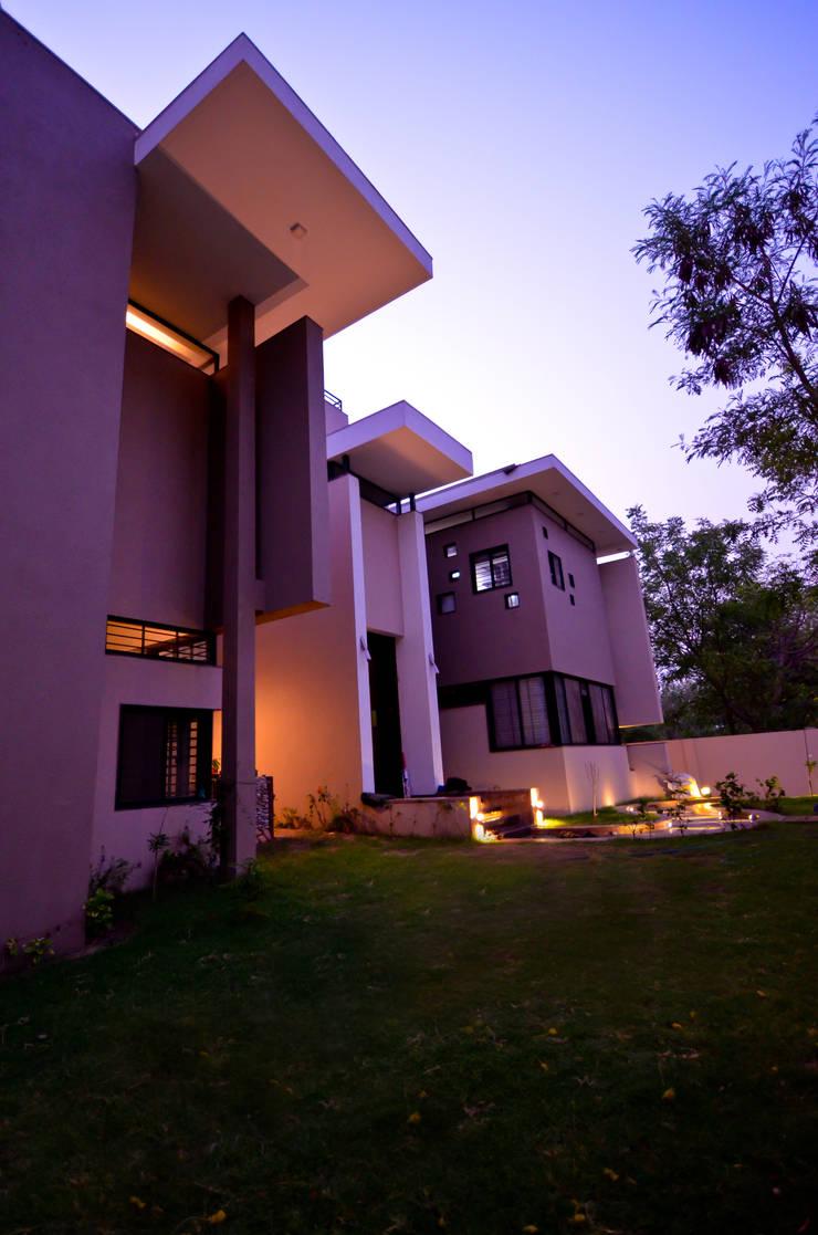 Residence Exterior:  Houses by Maulik Vyas Architects,Modern