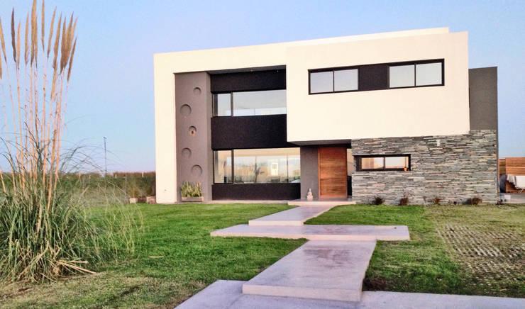 Casa M2 - Estudio Fernandez+Mego: Casas de estilo  por Estudio Fernández+Mego,