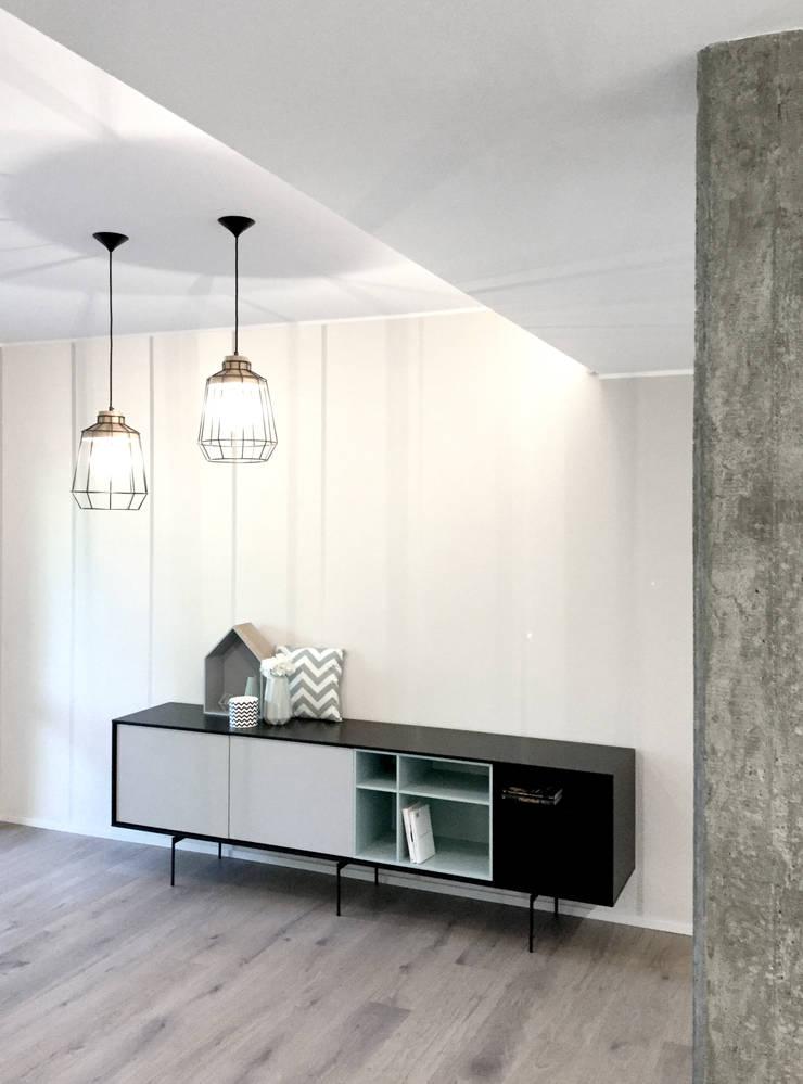 Salas / recibidores de estilo  por Moodern, Escandinavo