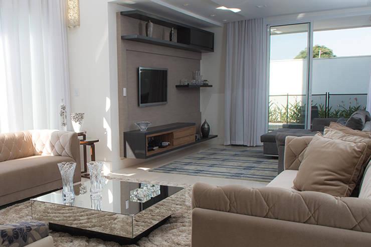 Salas multimedia de estilo moderno por Camila Castilho - Arquitetura e Interiores
