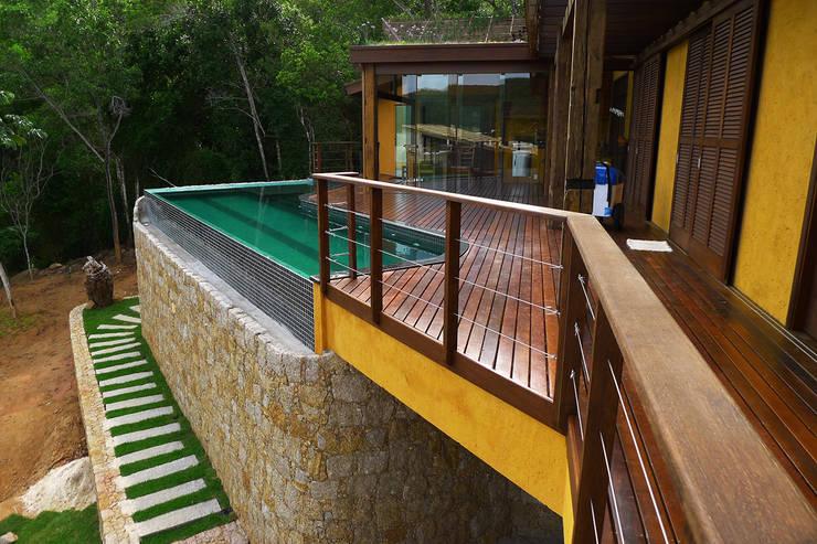 Piscinas de estilo  por Baixo Impacto Arquitetura Ltda.